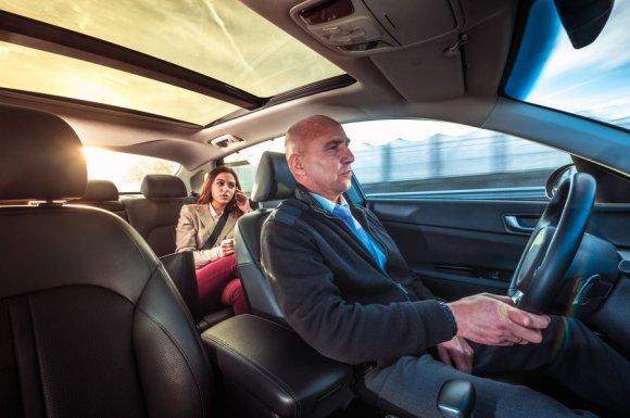 Taxi professionnel pour le transport de personnes sur une longue distance